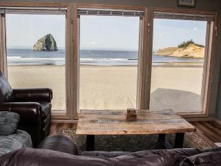 Outstanding Beachfront Views of Haystack Rock in Pacific City, Sleeps 12