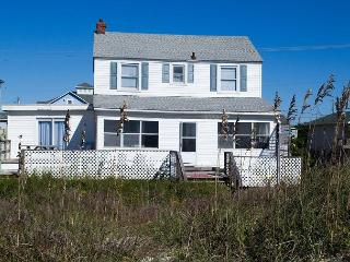 5BR Oceanfront Cottage with great views and a large sun porch!, Atlantic Beach