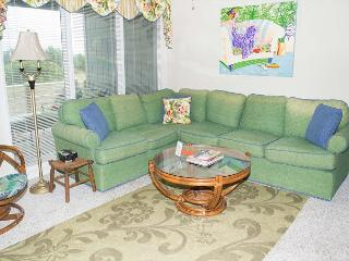 Multi-level Oceanside Condo Near Fort Macon State Park, Atlantic Beach