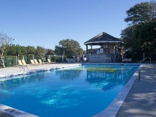 Soundside Condo with Lots of Amenities and Beach Access!
