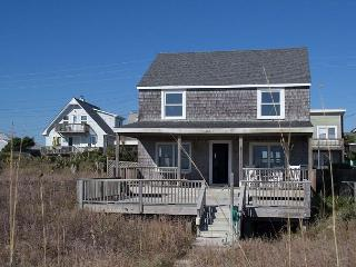 CLASSIC OCEANFRONT HAS 1ST FLOOR BEDROOM, LARGE SUNDECK. EASY ACCESS TO BEACH