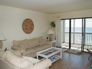 Enjoy great views from this Oceanfront Condo! Wonderful Amenities!, Pine Knoll Shores
