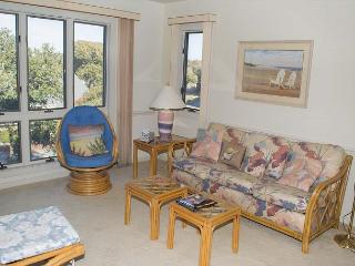 Soundside Condo with Lots of Amenities and Beach Access!, Pine Knoll Shores