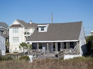 OCEANFRONT COTTAGE WITH COVERED DECK. EASY BEACH ACCESS