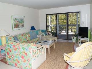 Spacious & Cheerful Condo with views of the Marina and Bogue Sound!