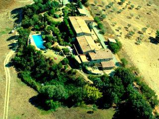 Ferienwohnung im Park mit Pool + schöner Aussicht, Pomarance