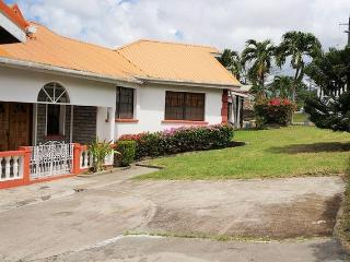 3 bed,2 bath villa - spacious,secure, great view, St. George's