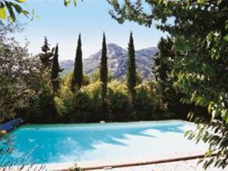 Adorable villa avec piscine nichée dans la pinéde, Auriol