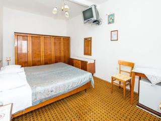 Apartments Perovic - Double Room with External Bathroom and Sea View