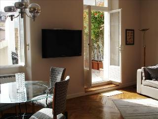 Sunny, Grand, Terraced Home in Carre D'or Area
