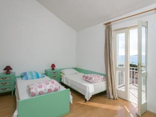 Nature Therapy Rooms- Triple Room with Balcony and Sea View, Mlini