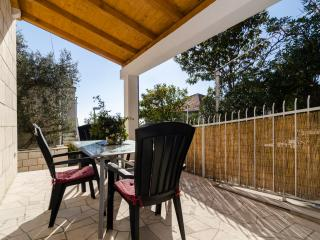 Apartments Kisic - Two-Bedroom Apartment with Terrace, Mlini