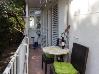 Apartment Dolores -Two Bedroom Apartment with Balcony