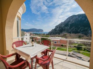 Apartments Jovićević - Two Bedroom Apartment with Balcony and Sea View 2, Buljarica