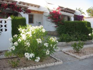 Bungalow with seaview, shared pool in Venta Lanuza, Campello