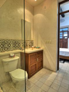 Moroccan room en-suite bathroom