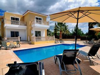 Villa Estia, Royal Paradise Gardens, 350m to beach, Paphos