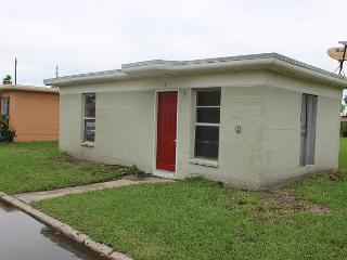 1BR Renovated House in Spanish Village, Walk to Beach, Port Aransas