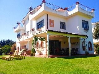 Wonderful Villa in front of the sea with garden, Fregene