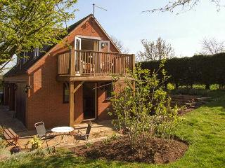 THE FOLD, detached, first floor cottage, WiFi, bacony with furniture, near Start