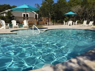 'Little Gray Cottage' Beautiful Private Pool & Spa, Free Beach Service, 4 bikes