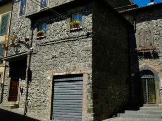 Camere, casa vacanze LaRocca Montefiascone centro storico, lago di bolsena.