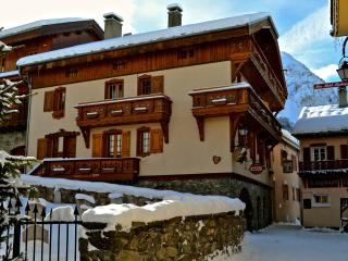 Chalet Alice Velut - 5 charming self-catered apartments in the village centre, Saint-Martin-de-Belleville