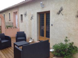 Petit studio amenage 18m2 avec terrasse et  salons