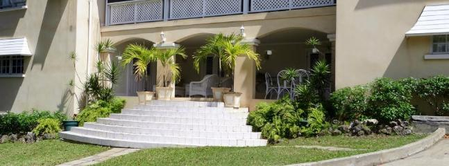 front access to the apartment, also accessible with out stairs from a side door