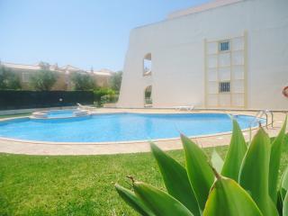 OndaMoura Apt 12 with pool and garage