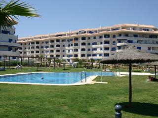 Apartamento, primera linea de playa, 3 hab., San Luis de Sabinillas