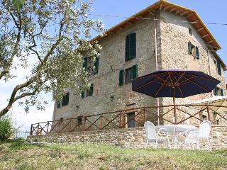 Villa Bastiola with infinity pool, sleeps up to 8, Calzolaro