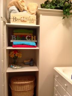 Bathroom 2, Shower Bath and Beach towels in bathroom