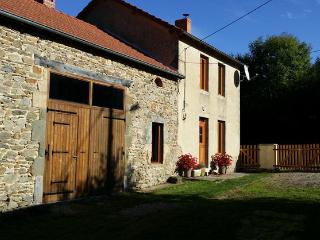 Country home with a beautiful view, Saint-Gervais-d Auvergne