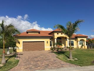 Luxurious Home Overlooking St. Andrews Golf Course, Punta Gorda