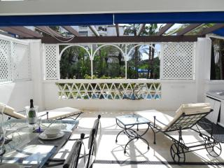 Superb 2 bed apt in prestigious Playas del Duque, Puerto Banus