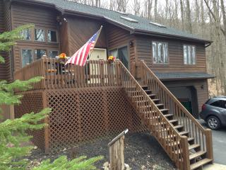 Eagle Rock Golf/Ski Resort- Poconos- walk to Beach, Hazleton