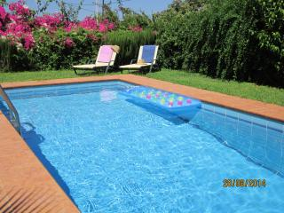 Elegant ALOE VILLA, pool, sea view, near restaurants, shops, beaches, Rethymno.
