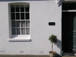 A very pretty 3 bed cottage, 100m from beach