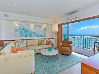 Luxurious Beachfront Condo with Spectacular Ocean Views!  FREE Parking!, Honolulu