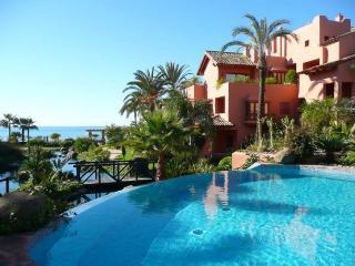 Luxury apartment on the beach, Estepona