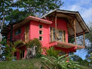 Casa Roja, Pavones