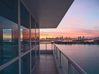 Stunning Views, Gorgeous 2 bed/2 bath, South Beach, Miami Beach