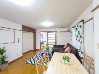 ★ Super Central Spacious Family Apt 5 mins subway★, Osaka