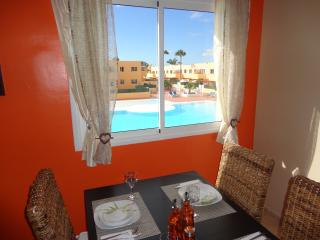 APARTMENT WITH SWIMMING POOL NEAR THE SEA, Corralejo