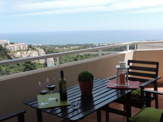 Lovely apartment, pool. sea views, BBQ, wifi., Sitio de Calahonda