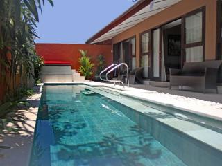 Luxury 3 Bedrooms Pool Villa steps to the beach, Villa Sanurita