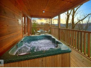 SEPT $99~~ALWAYS & FOREVER ~~Honeymoon, Arcade, Dollywood,View, Hot Tub, Quiet