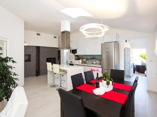 "DESIGN APARTMENT ""HEART OF POREC"""