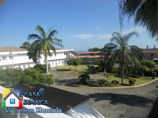 2 Bdrm Apt (Pompano Palms) Budget Vacation Rentals, Ocho Rios
